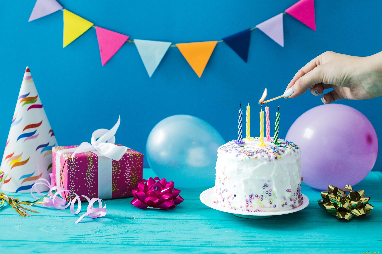 Картинки с тортом и подарками на день рождения